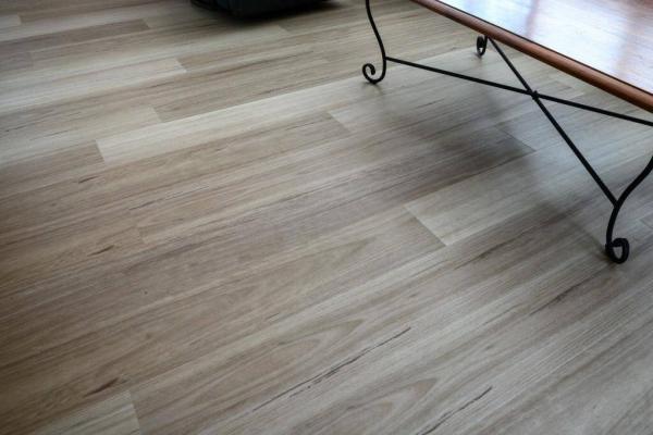 Hybrid-Flooring-Maple-4