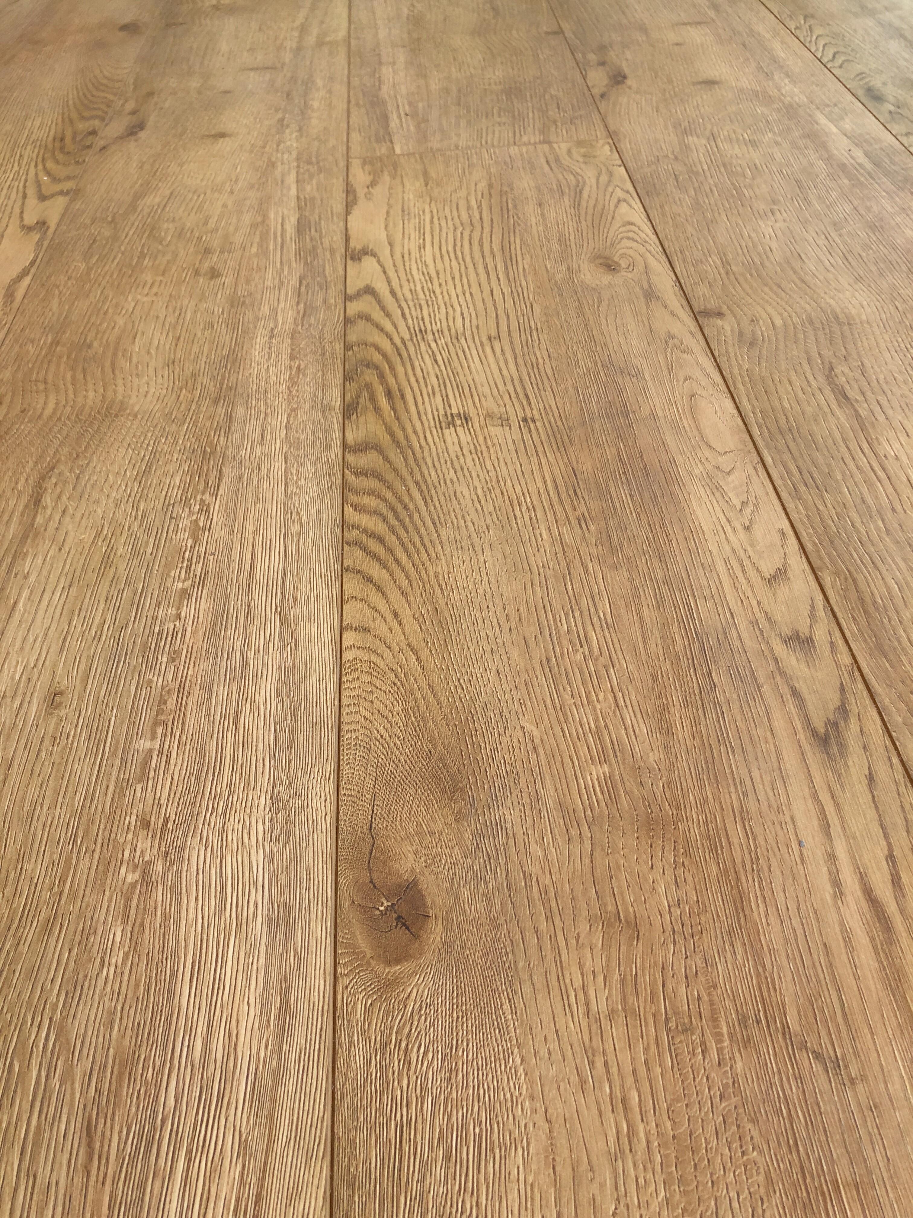 American Oak Monarch 12mm Ac4 Laminate Floor Lion King